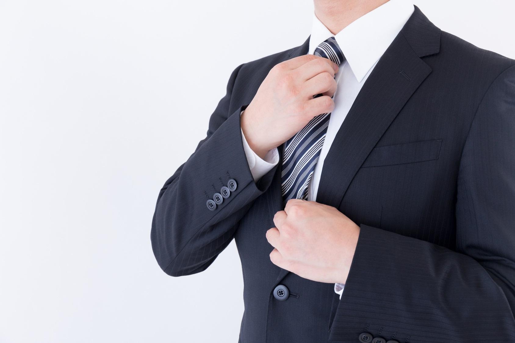 【プロ監修】就活用のネクタイ、どんな色・柄にする?選び方・オススメの結び方を解説