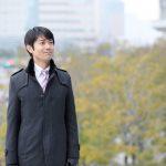 コートを着た男性の写真